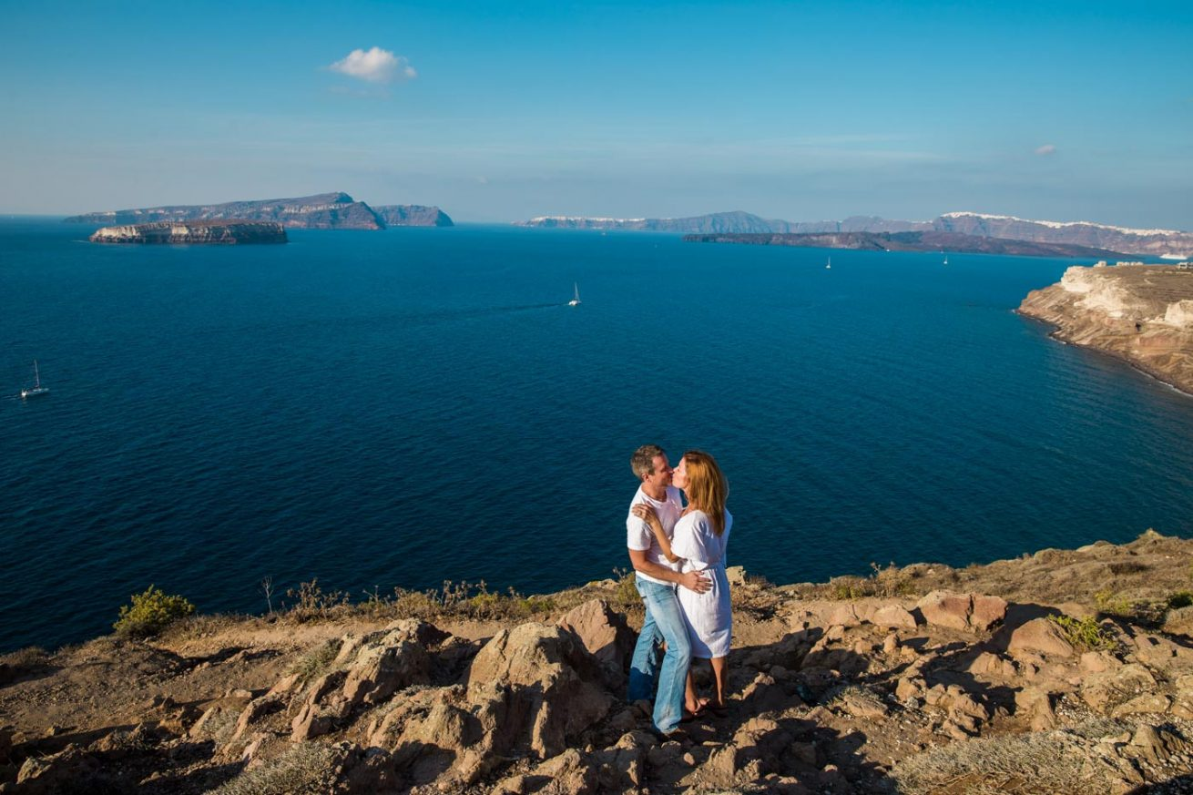 Photoshooting at Santorini's Hotospots - Jason + Lisa-1