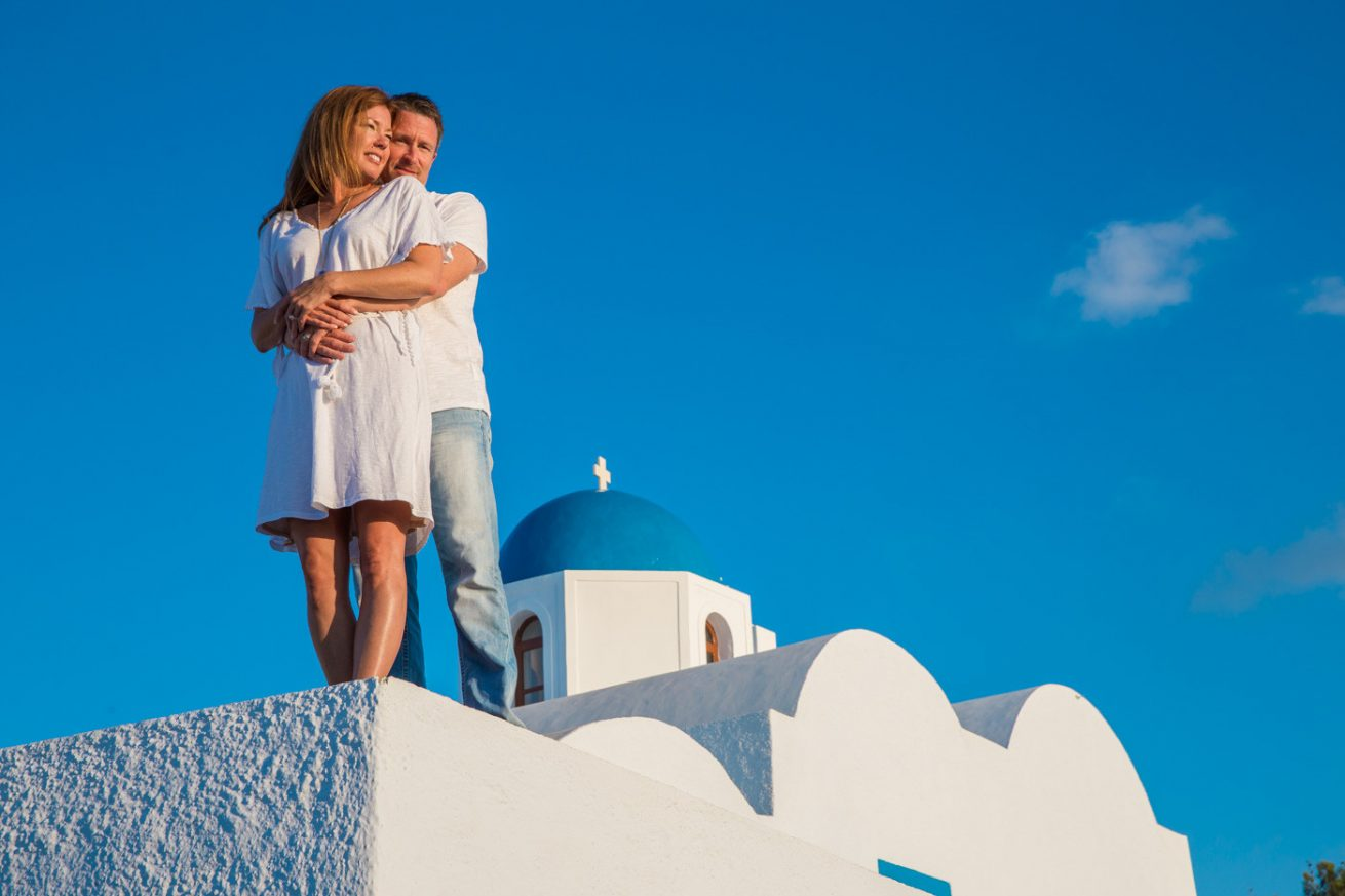 Photoshooting at Santorini's Hotospots - Jason + Lisa-13