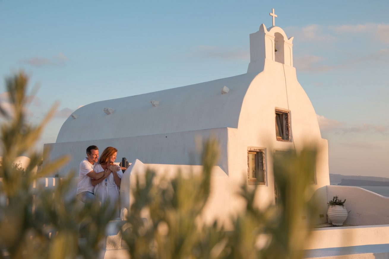 Photoshooting at Santorini's Hotospots - Jason + Lisa-15