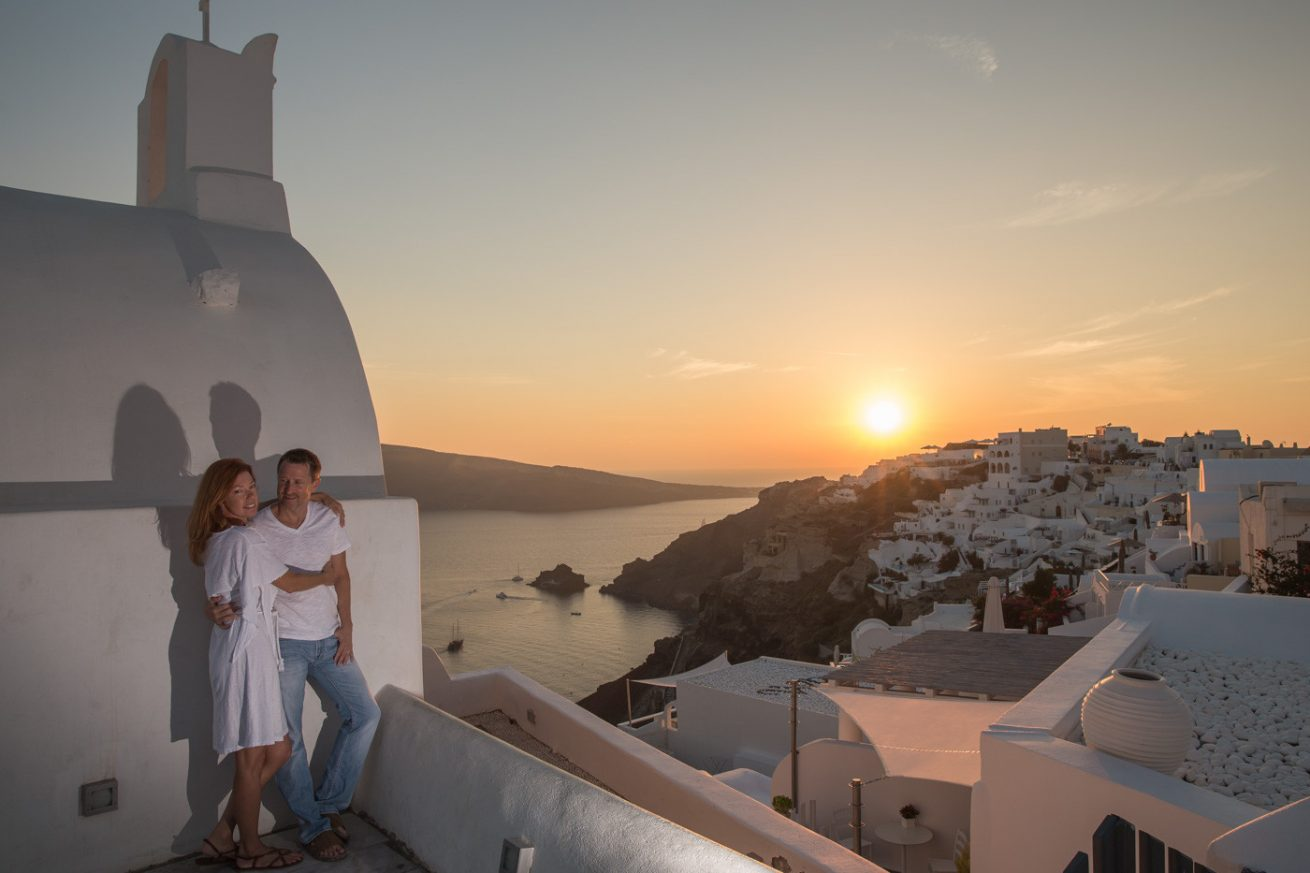 Photoshooting at Santorini's Hotospots - Jason + Lisa-16