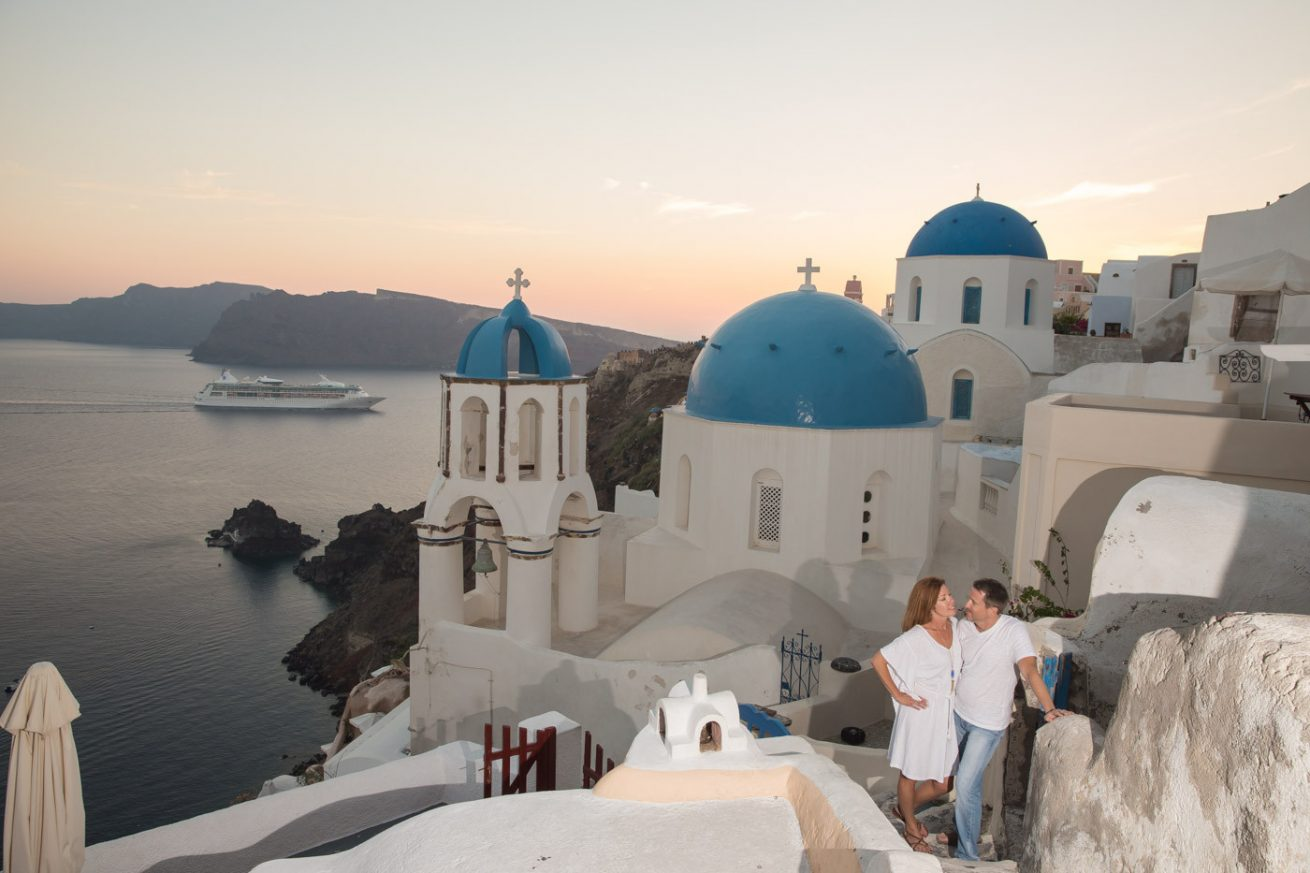 Photoshooting at Santorini's Hotospots - Jason + Lisa-17